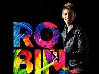 Robin feat. Mikael Gabriel & Uniikki: 'Boom Kah'