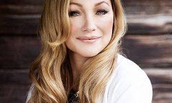 SONG: Charlotte Perrelli – 'Bröllopsvalsen'
