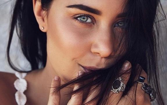SONG: Anna Abreu – 'Ayo'